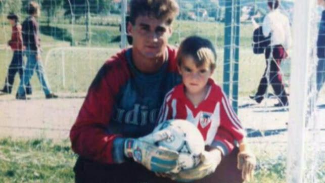 Papá Kike con el pequeño Iker en su etapa en el Athletic.