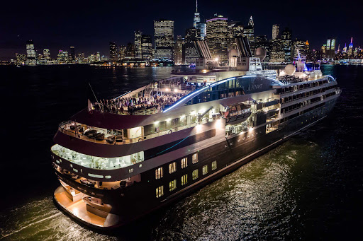 Ponant-New-York-Manhattan4.jpg - Experience New York at night on a luxury Ponant cruise.