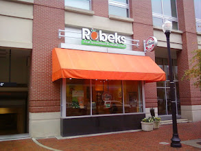 Photo: Ah, the nearby Robeks. I like the Acai Energizer. NOW OUT OF BUSINESS.