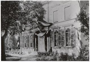 Photo: 1898 Liesboslaan 2 Huize Vredenburch (vlaggen voor huldiging op de Haagse Markt)
