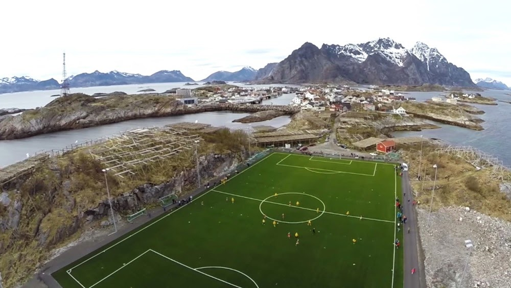 Henningsvær Idrettslag Stadion, o estádio de futebol na pequena ilha