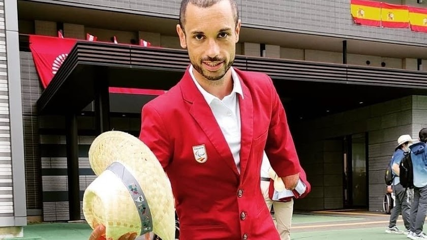 Jairo Ruiz se quita el sombrero por España.