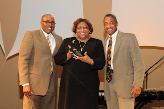 """Photo: Nita Haliburton accepts """"Sharing the Dream in Community Service Group"""" award of behalf of The Invisible Children"""