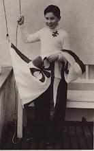 Photo: 1950 Flemming Bøgh Jørgensen hejser standeren.