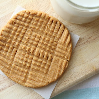 Healthy and Easy Peanut Butter Cookie.