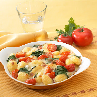Gnocchi mit Tomaten und Basilikum in Paprika Rahm Sauce