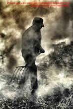 "Photo: 2º Premio General:  Fotografia:""Quemando la ramilla""  Autor: Jaime Charles Bernis.  Alcarras. Lerida."