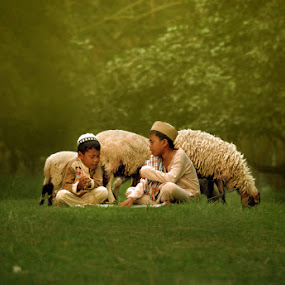 learning together by Yan Abimanyu - Babies & Children Children Candids