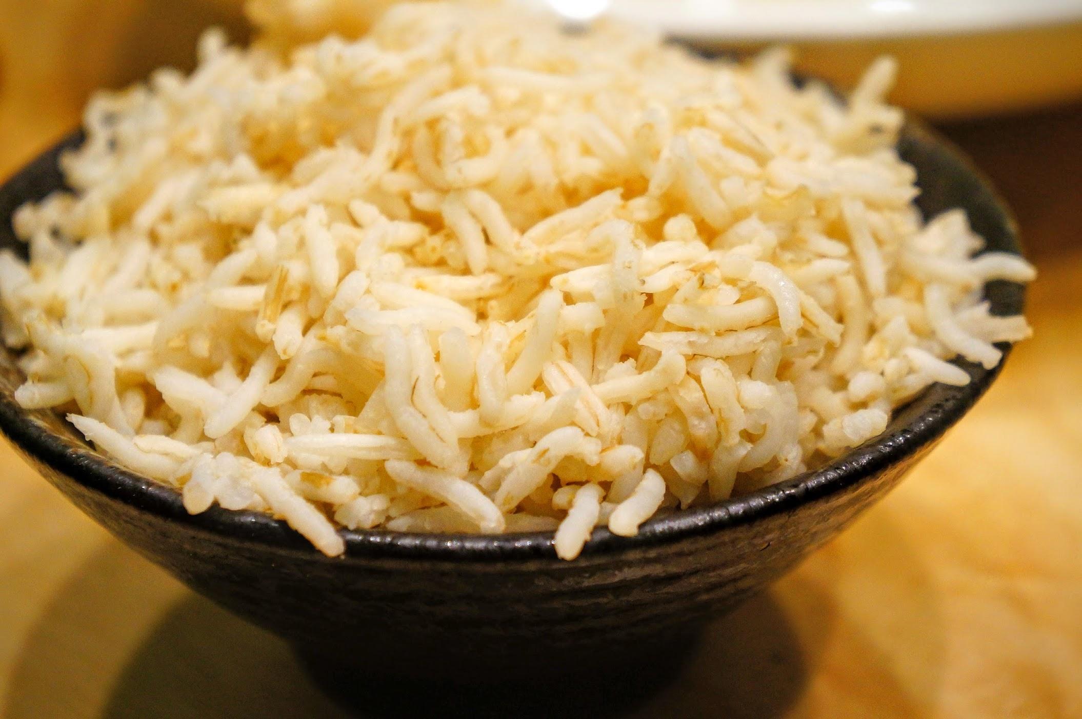 印度米? 一顆顆粒粒分明,而非台灣/日本米那種黏度,吃起來頗像米線那種..