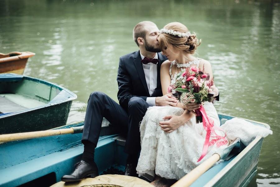 Wedding photographer Nastya Ladyzhenskaya (Ladyzhenskaya). Photo of 30.10.2015
