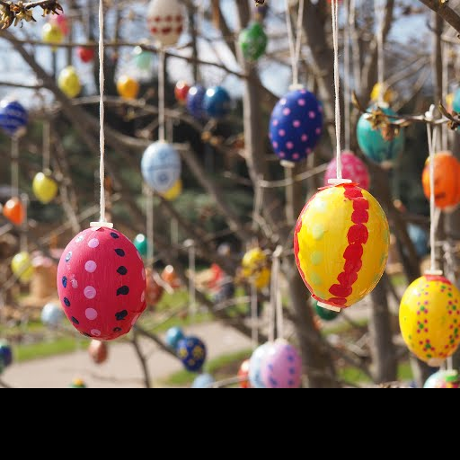 Easter eggs hanging from a tree - Axel Bauersachs / EyeEm — Google