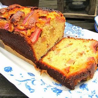 Divine Rhubarb Pound Cake for Spring