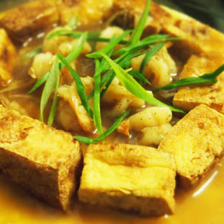 Braised Prawn Balls And Fried Tofu Over A Bed Of Omelette 香脆豆腐戏虾献珠.