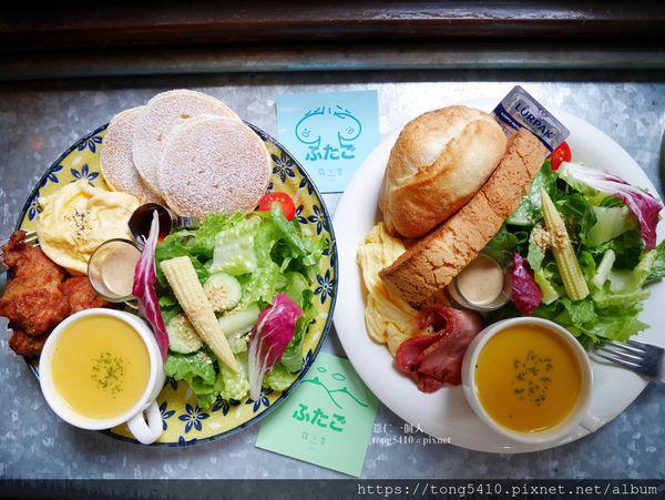 双生 shuànsên cafe,就算在巷弄裡還是暗藏不住光芒的老屋早午餐,鬆餅擺盤太吸引人! 鹹的有唐揚雞跟德式香腸 ::