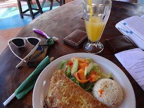Photo: Snídaně - houbová omeleta. A že nejsem prase, tak jsem si s sebou očividně vzal i kartáček :-D