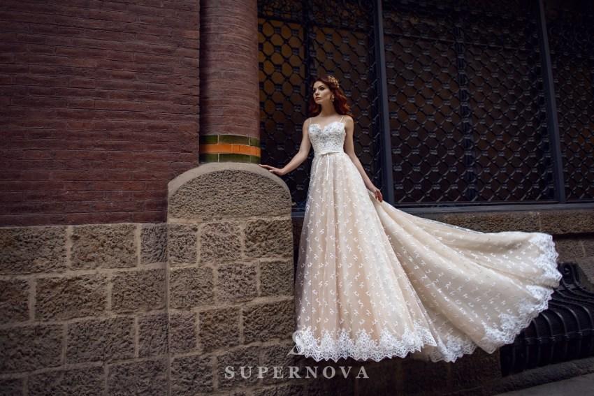 Мереживна весільна сукня айворі