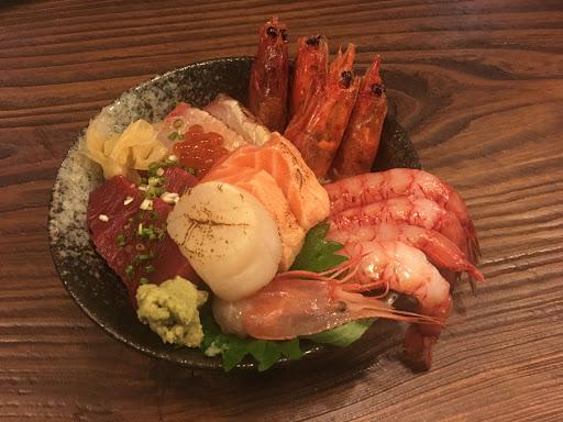 生魚片丼飯,好吃