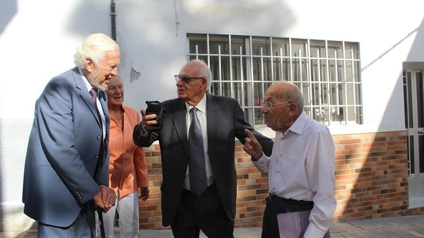 Los tres homenajeados en un encuentro reciente en Antas.