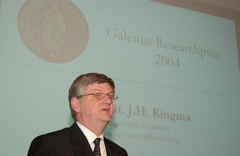Photo: Toespraak prof. dr. Herre Kingma ter gelegenheid van de Galenus Researchprijs 2004 in Naturalis te Leiden foto © Bart Versteeg