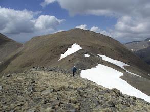 Photo: Amb el Pic Fontnegra al darrera, camí del Cim de la Roca Blanca