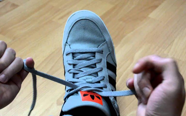 Cách thắt dây giày Vans theo kiểu buộc chéo 33
