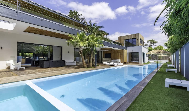 Maison contemporaine avec piscine en bord de mer Anglet