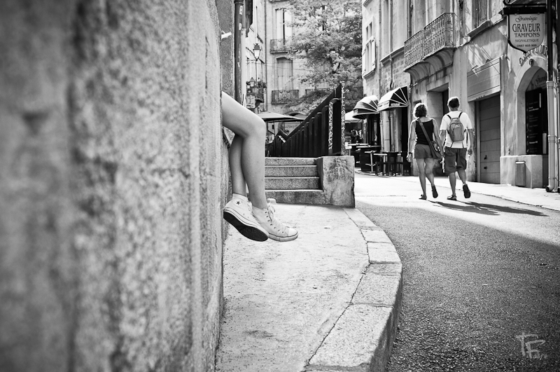 Photo: La route vers l'étoile The road towards the star  For Madame #shoesmonday and her slaves +Laura Harding+Olga Kafka+Bernd Schaefers+Pablo Luis Gonzalez+Paul van de Looand also +Mee Ming Wongas guest star (and me) #streetphotography  #streetpics  #leadinglinesmonday  #monochromemonday  (Montpellier)