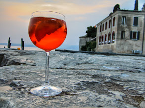 Photo: Punta san Vigilio - Italy  #sunset  #lagodigarda  #italy  #lakegarda  #aperolspritz   http://www.gardafriends.com/gardameer-bezienswaardigheden/punta-san-vigilio/