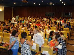 Photo: O público vai chegando ao belo auditório novo do Museu. Hora de trocar idéias, reencontrar conhecidos e fazer outros novos.