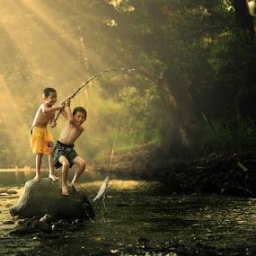 Catch !!! by Alamsyah Rauf - Babies & Children Children Candids ( people )