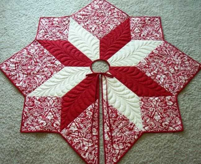 www.craftsy.com Pattern - Red Star Tree Skirt