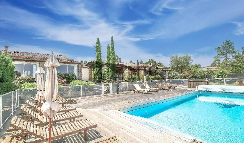 Propriété avec piscine et jardin Les Vans
