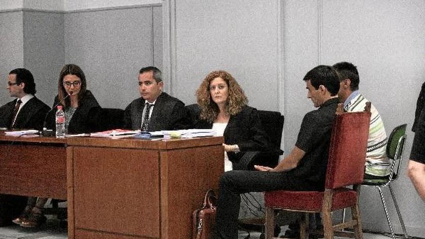 Fotografía de archivo del juicio contra Óscar P.F. (primero a la derecha).
