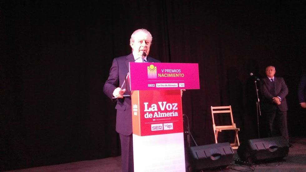 Joaquín Márquez, presidente de la Asociación de la Tercera Edad La Cuesta, ha recogido el Premio Sociedad.