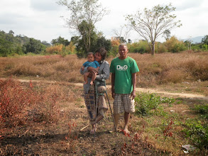 Photo: Project Coordinator: Landmine Survivor Nil Noy to build house for widow and mother Sa Ngem