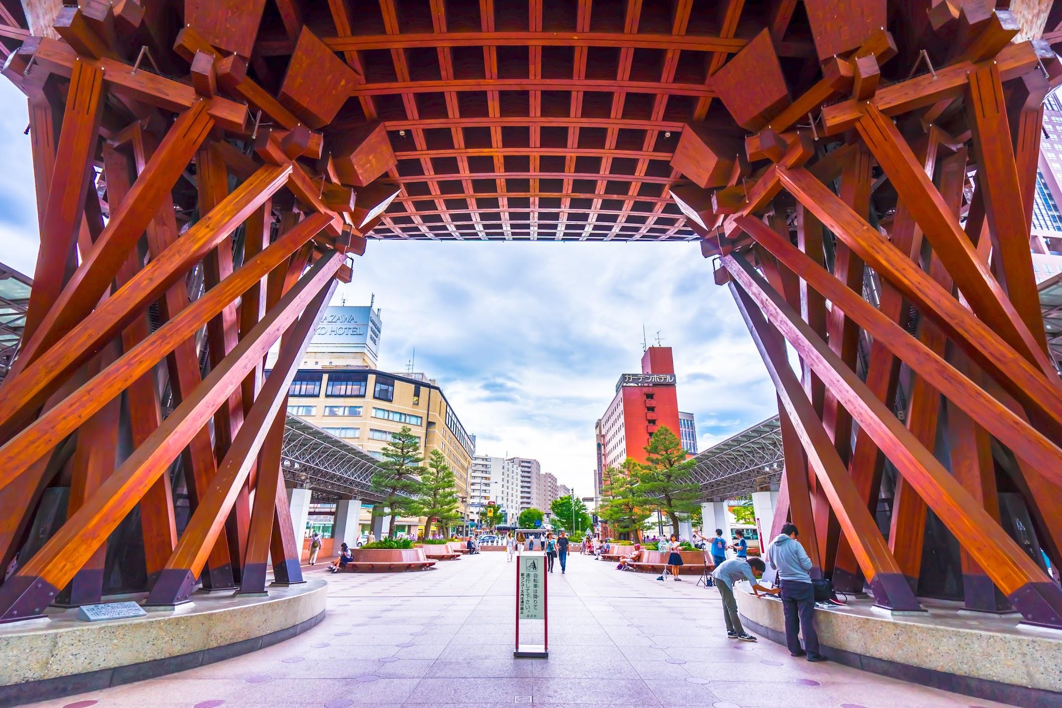 Kanazawa station Tsuzumi-mon3