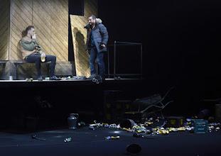 """Photo: EISWIND von Arpad Schilling - ein """"Anti-Orban-Projekt im Wiener Akademietheater. Premiere am 25.5.2016. Inszenierung: Arpad Schilling. Martin Vischer,  Zoltan Nagy.  Copyright: Barbara Zeininger"""
