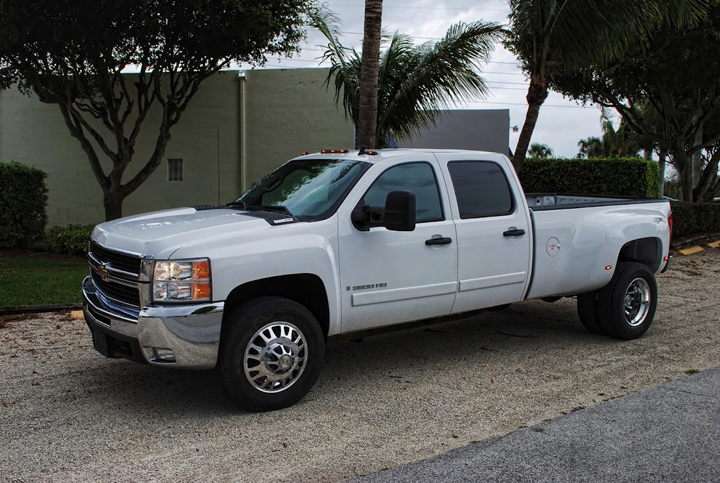 Photo: 2008 CHEVY 3500 19.5 FREEDOM WHEELS 255/70-19.5 COMMERCIAL TIRES & STOCK SUSPENSION