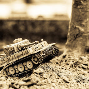 Tank by Lee Miko - Artistic Objects Toys ( #tank #worldwar #toys )