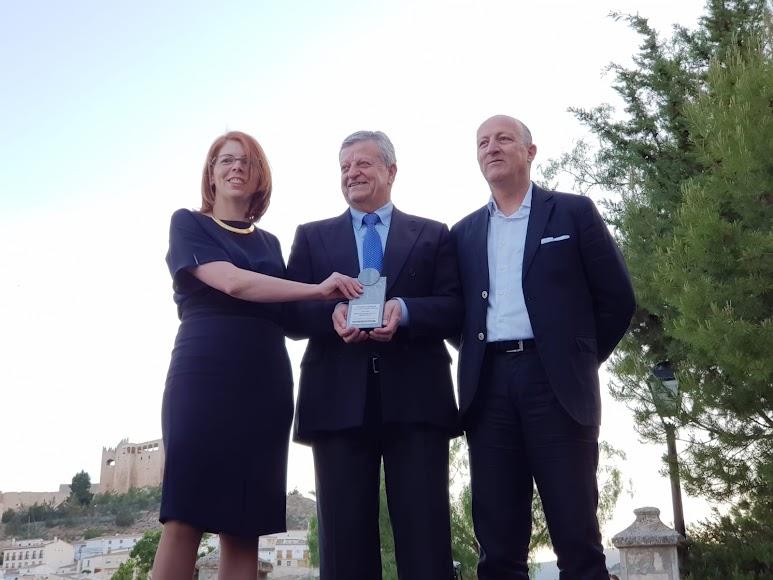 Premio Cultura para el Museo MIguel Guirao. Lo ha recogido su director, Antonio Sánchez Guirao, junto a la museóloga Encarni Navarro.