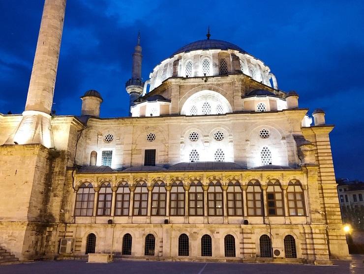 バロック様式が美しい!ムスタファ3世によるイスタンブール旧市街のモスク「ラーレリ・ジャーミィ」
