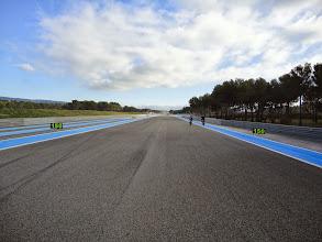 Photo: La ligne droite du Mistral est plus longue que la piste d'atterrissage de l'aéroport !