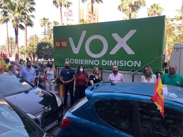 Sin distancia de seguridad en la concentración de Vox.