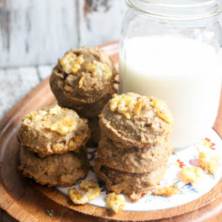 Gluten Free Peanut Butter Cookies with Cornflakes.