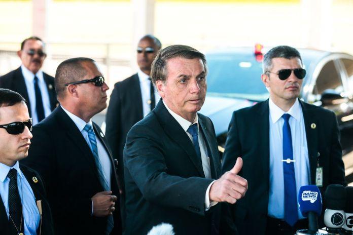 Resultado de imagem para Fotos de Bolsonaro, anunciando a GLO do campo