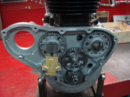 Pompe à huile Morgo montée sur un moteur Triumph  Rickmann monté par machines et Moteurs dans un cadre Norton