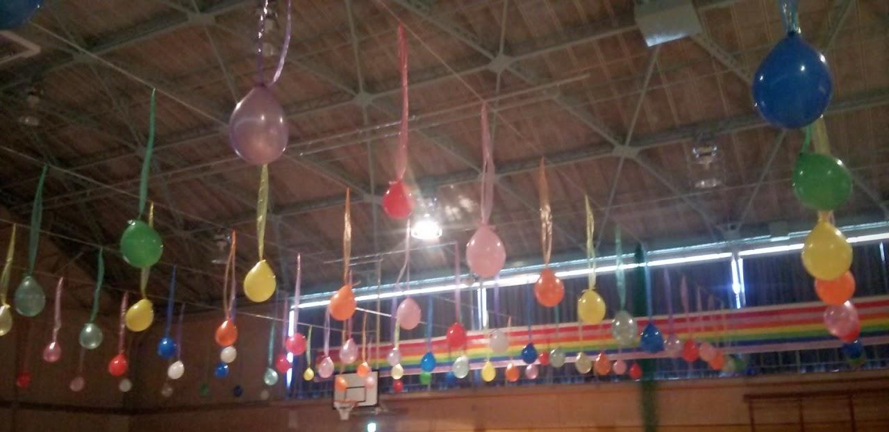 体育館に飾られた風船