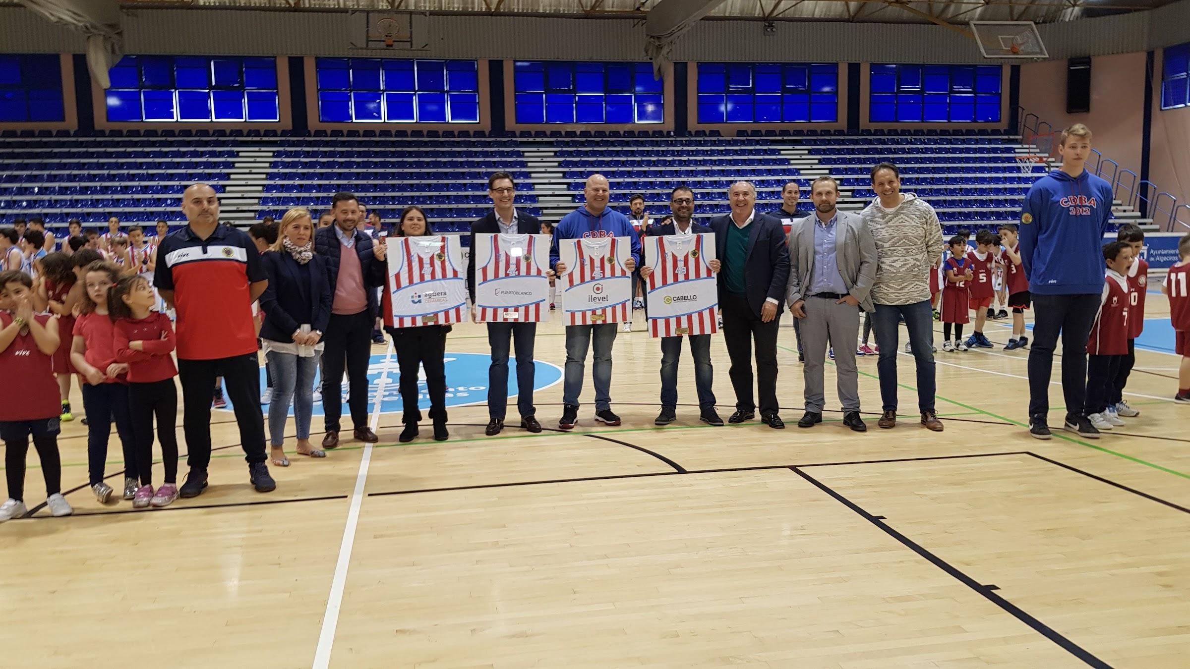 Más de 150 niños, en la foto oficial del Club Deportivo Baloncesto Algeciras