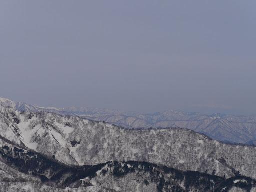 木曽御嶽山(右)も何とか見える