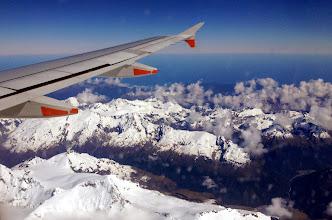 Photo: Eteläsaaren lumihuippuisia vuoria lentokoneesta kuvattuna lennolla Aucklandista Queenstowniin